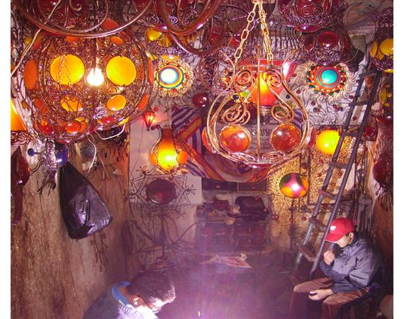 Lampade In Vetro Colorate : Lampade di vetro colorato in vendita nei souk vecchio dubai