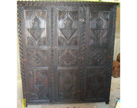 Armadio berbero articolo prodotto marocchino armadio marocchino in legno di cedro intagliato a - Mobili marocchini ...